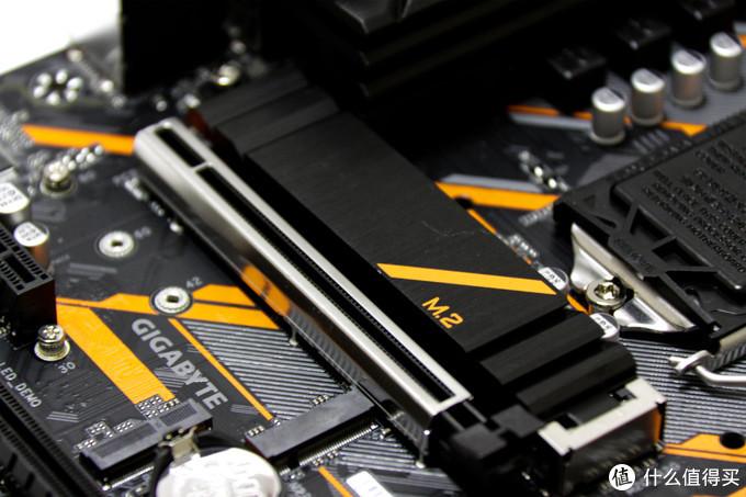 M2及PCIE主槽特写
