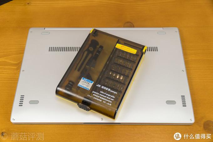 拿到小米Air轻薄笔记本第一步,升级固态硬盘