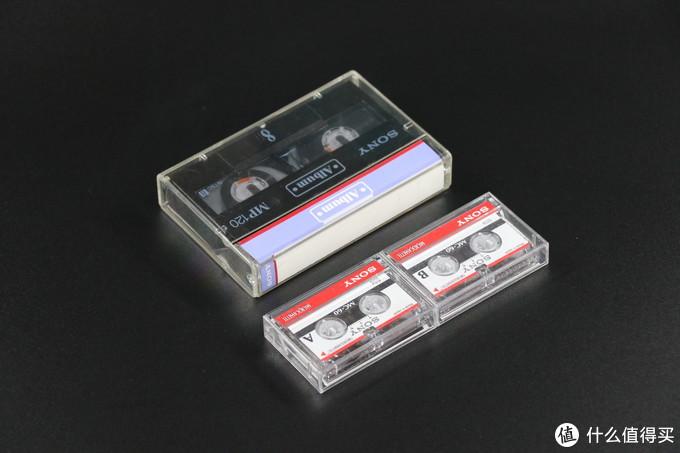 1盒8毫米录像带,2盒火柴盒般大小的微型磁带