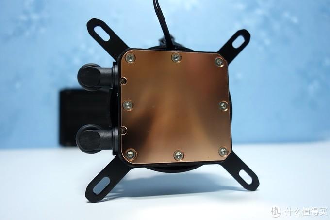 冷头的底部是纯铜底座,表面平整,带 一点镜面效果。