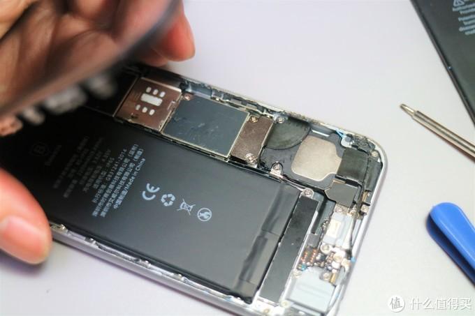 新手必看:现学现换iPhone 6S电池,历经绝望断胶,再续满血复活