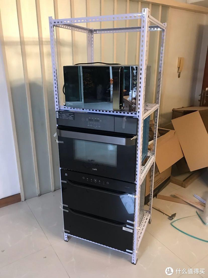 我原来用的微波炉也放到架子上了。