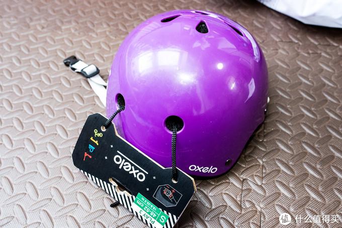 紫色的头盔。除了这个还有蓝色的,还有另外一个色的。