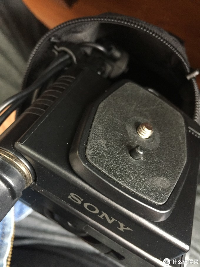 与索尼自家的摄像机快装板完美适配