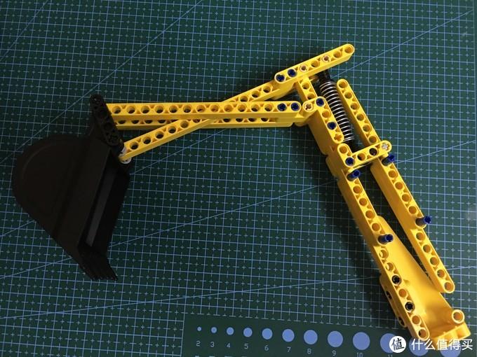 挖掘机械臂比较简单