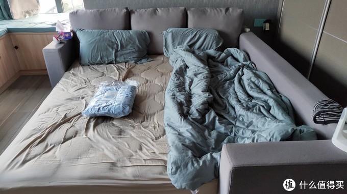 或许是年轻人的第一床小米被?一床用裸体在评测的被子——COMO LIVING抗菌空调夏被