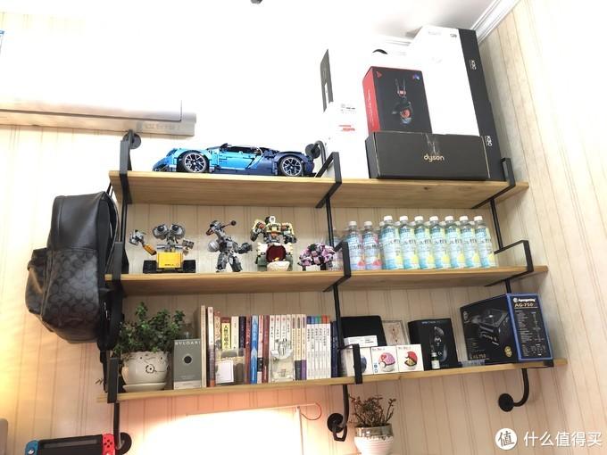 教师的书桌,如何在办公和娱乐之间取舍?