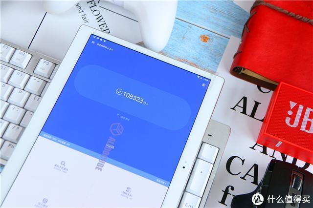 搭载10.5英寸AMOLED屏幕,颜值媲美ipad,酷比魔方X上手体验