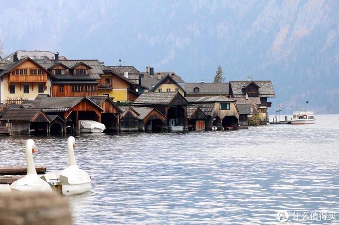 世界上最美湖畔小镇,景色好似童话,却有着怪异的丧葬文化……