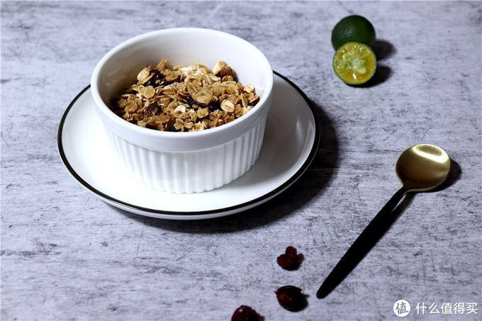 5分钟做好懒人营养早餐:快手元气满满烤燕麦