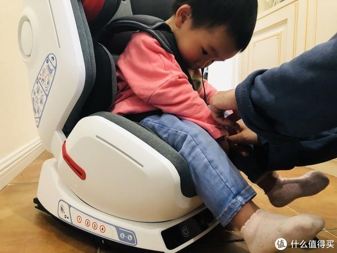 智能音箱、氛围灯光、通风系统,这是一种怎样的体验?360 儿童安全座椅 智能头等舱