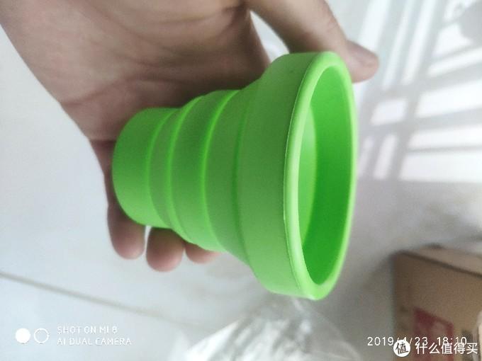 折叠水杯打开后