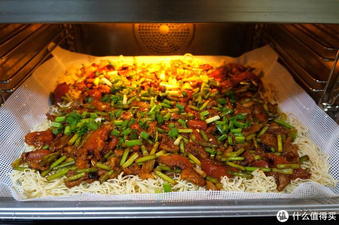 """一大锅,一顿就能吃完!用蒸烤箱来做乡土气息十足的美味""""蒸面条"""""""