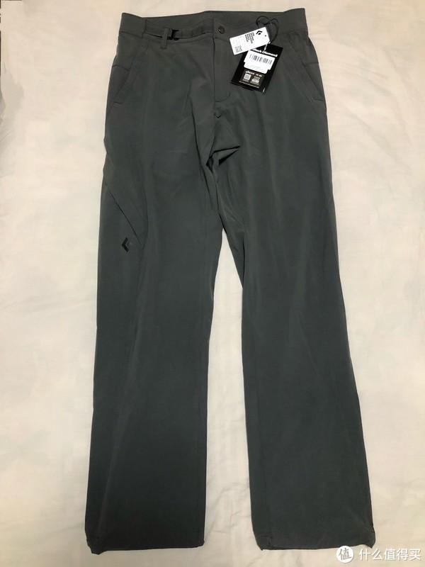 正面图,左右两侧口袋,右腿一个带拉链的隐藏口袋