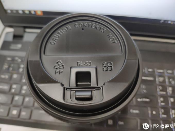正规的盒盖,喝的时候还是打开比较好,毕竟茶水热