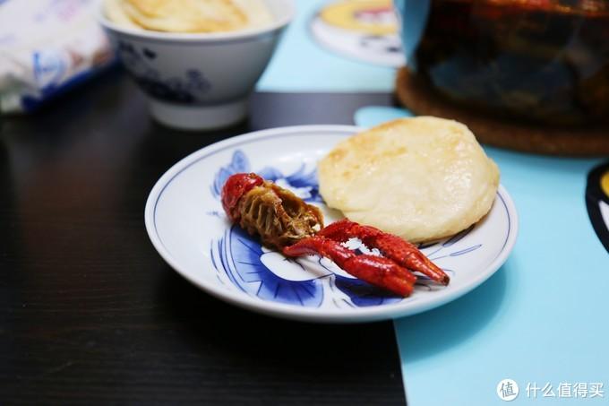 总吃咸的也得怀念点甜的。一般小龙虾需要搭配着中式甜品:小糖饼(绝配)