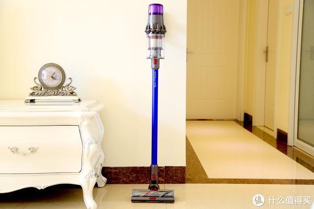 家居清洁强中强!上手戴森V11 Absolute智能无绳吸尘器