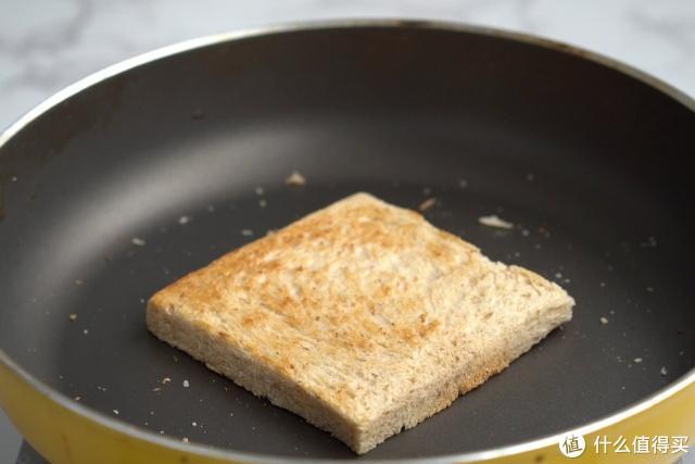 自己动手做早餐三明治,最喜欢里面加这种水果,营养丰富口感佳