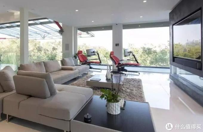 """7000万装修的房子什么样?这对夫妻造了架""""飞船""""当家!"""