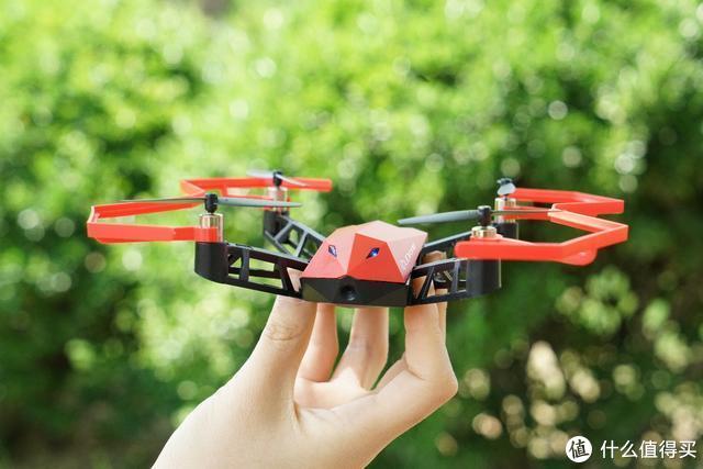 有趣好玩还能益智:UDrone意念无人机上手体验