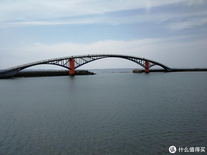 彩虹桥,夜晚亮灯很美
