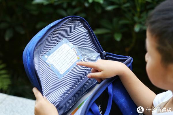 设计源自北欧 仅0.7KG重的儿童书包,GMT挪威小方包评测