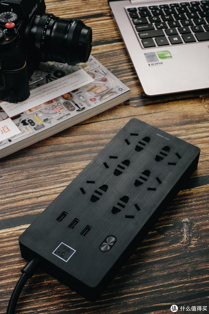 aigo爱国者 3USB口+6位插座 突破TC0631 插线板轻体验