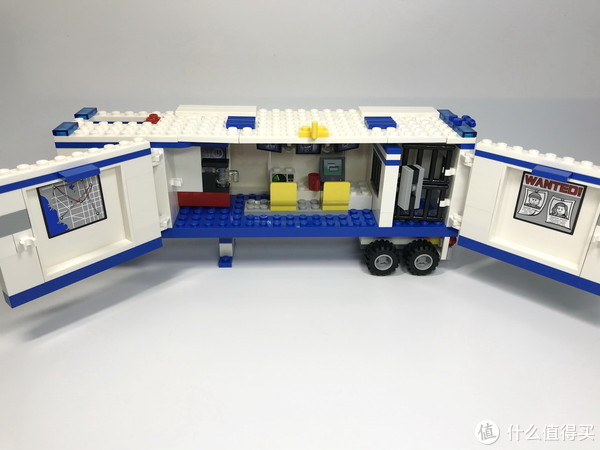"""白色""""擎天柱"""":LEGO 乐高 CITY 城市系列 60044 流动警署"""
