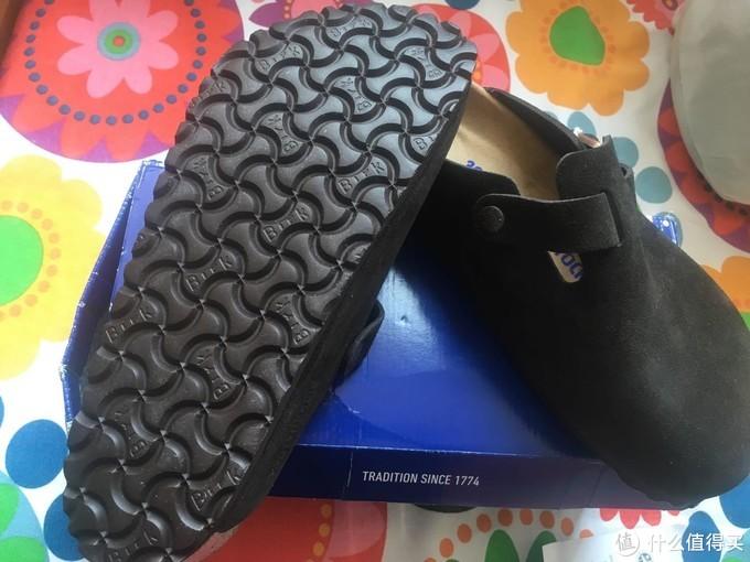 鞋底博肯标志纹路,实测还可以,不是很滑