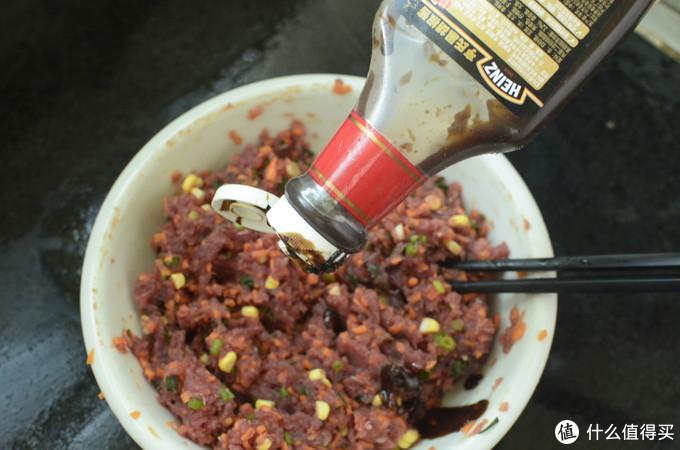 加点亨氏黑胡椒酱,一点点。