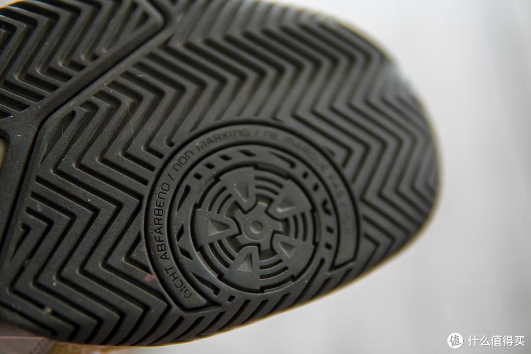 才注意到,原来的鞋底也是这个不留痕技术