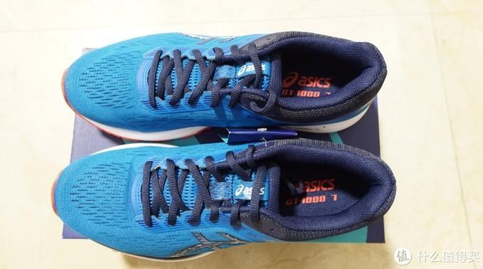 上方俯视图,鞋垫的gt1000-7非常清晰,整鞋看着较为修长,蓝色的配色相当好看