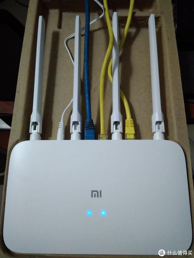 电源指示灯,网络连接指示灯,两个灯看起来,是不是有点小可爱