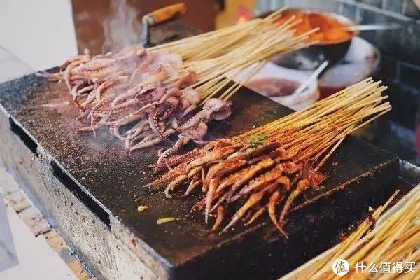 火锅只是它美食界的冰山一角,酣畅淋漓地吃上一天才是去重庆旅行的正确打开方式