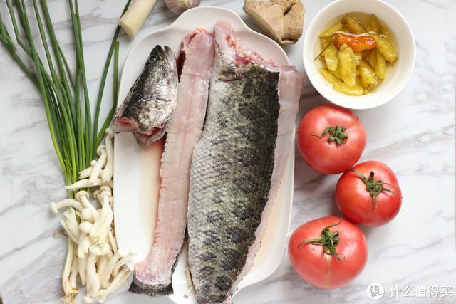 黑鱼的这种做法太馋人了,汤鲜肉嫩,酸辣开胃,吃了还想再吃
