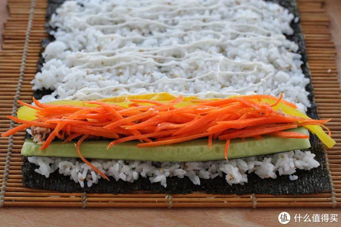 想吃寿司不用去日料店,一个竹帘自己在家搞定,料足味美花钱还少