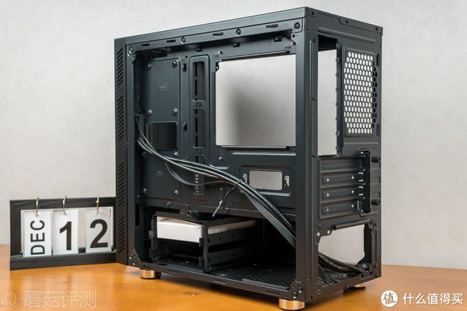 虽然身材小巧,但依然能塞下一张RTX2080——安钛克VSK10全侧透机箱