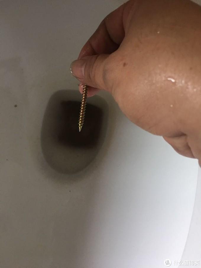 安装柜子剩余的螺丝钉正合适
