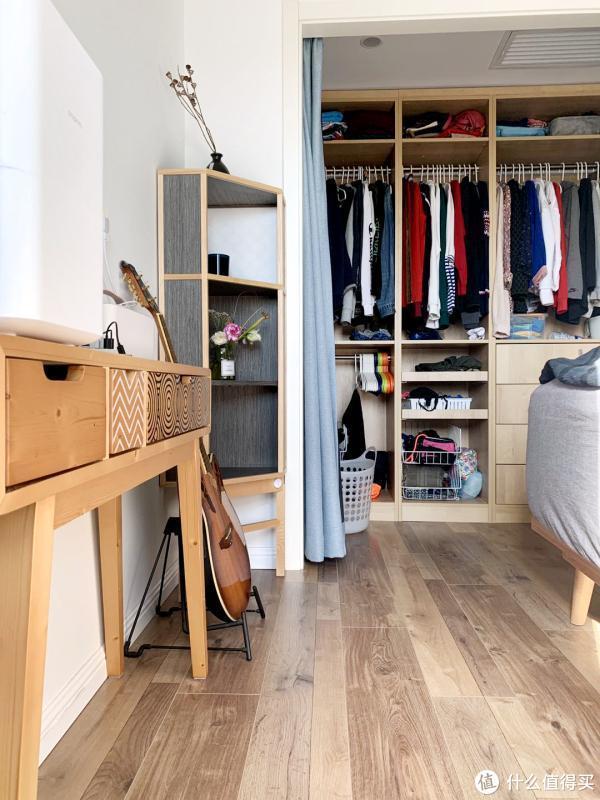 79平的家如何收纳100双鞋、700本书、200件旅行收藏品
