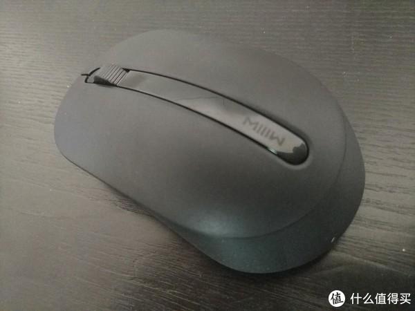 鼠标外观,中间位置一样有个米物的logo,握起来的手感刚好,不大也不算小,非常适中,而且重点来了,价格不贵