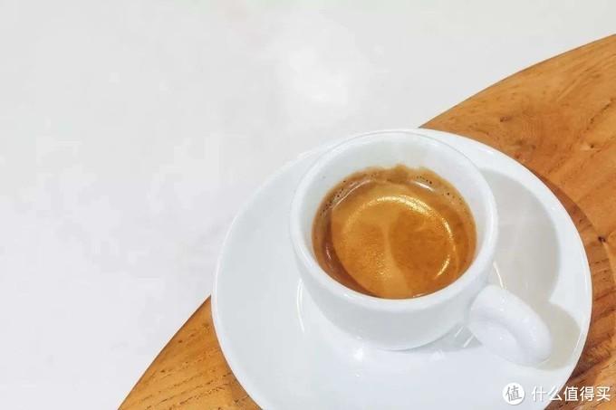 花式咖啡的基础都是浓缩咖啡,一杯花式咖啡好不好也由这杯浓缩决定