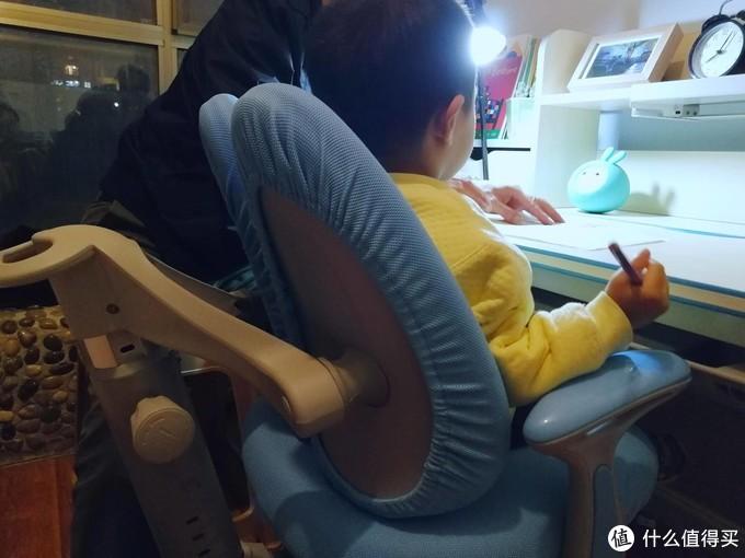 给孩子一个美好的学习时光——黑白调儿童桌椅开箱体验