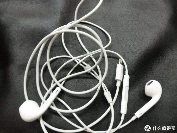有线耳机与无线耳机之间的战斗,你会选那种耳机