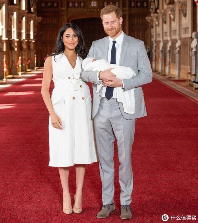 王室流量担当梅根终于生了,而我只关心她的孕期穿搭