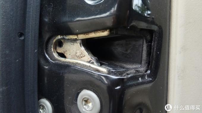 锁扣上本来有一层塑料,都掉了