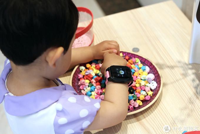 除了视频电话,还能提高孩子英语口语能力,搜狗糖猫儿童手表JOY2