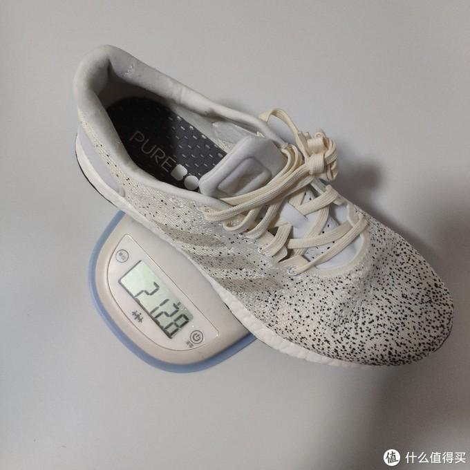 女款us7码的单鞋重量在212g,boost中底占去了大部分。