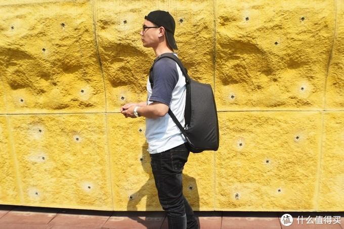真防盗?多夹层、设计新颖的蒙马特2.0城市安全防盗背包
