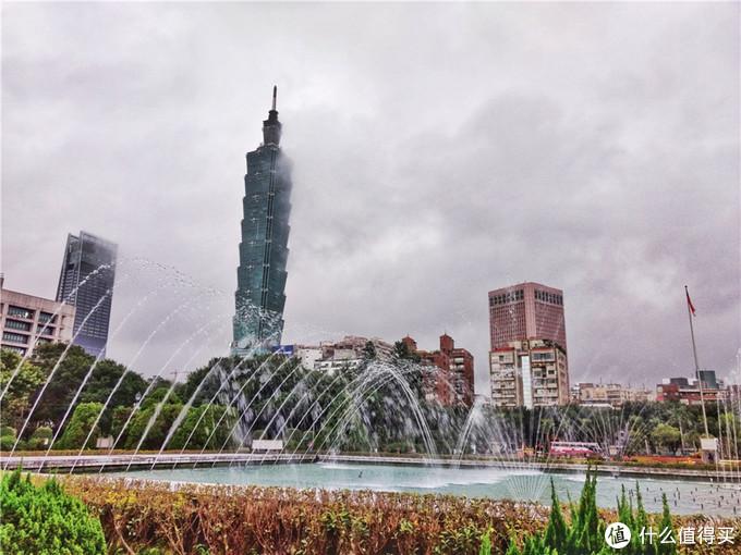 头等舱往返2500元全含,冬季到台北来看雨