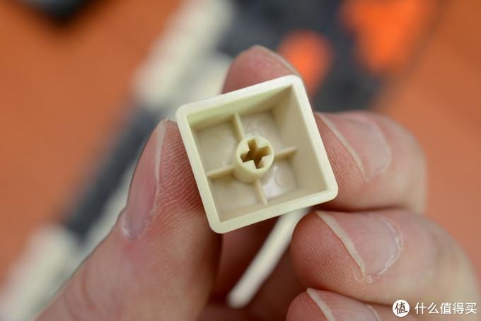 壁厚不输L的原装键帽,目测接近1.5mm